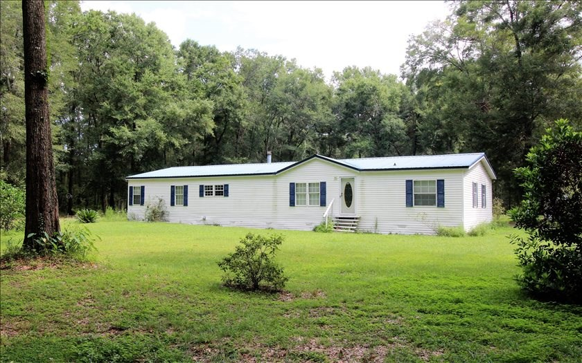 4 Bedroom 3 Bath Mobile Home on 5 Acres in Live Oak, FL