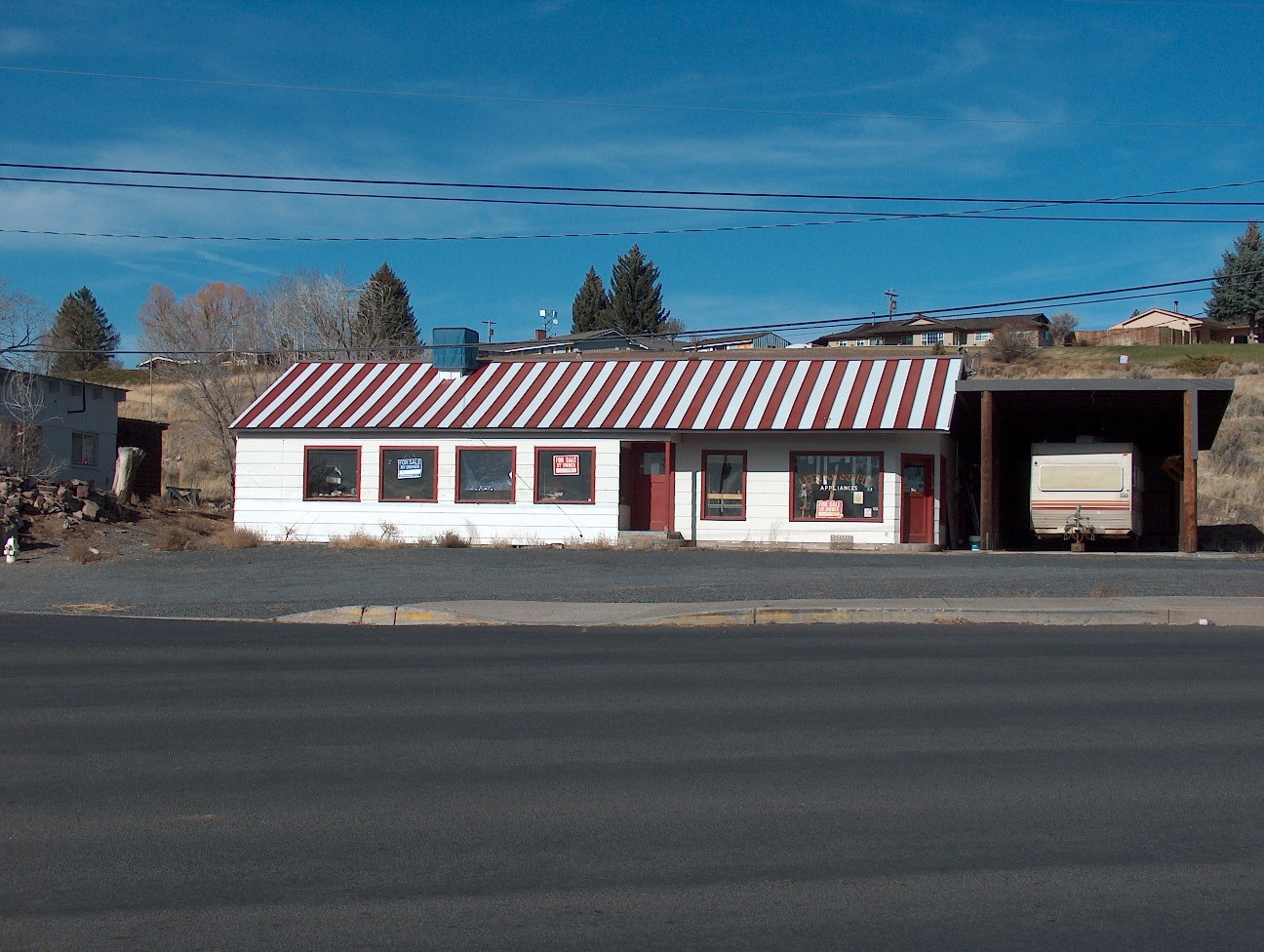 BURNS, OR - COMMERCIAL BUILDING - GREAT LOCATION