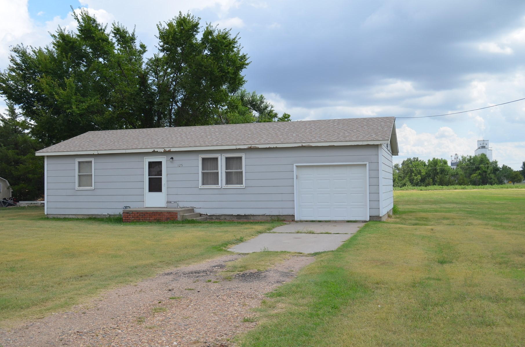 Kinsley, Kansas Country Home On An Acre Of Land For Sale