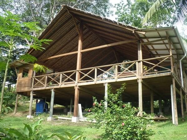 Bocas del Toro Rain  forest home w/ Ocean view