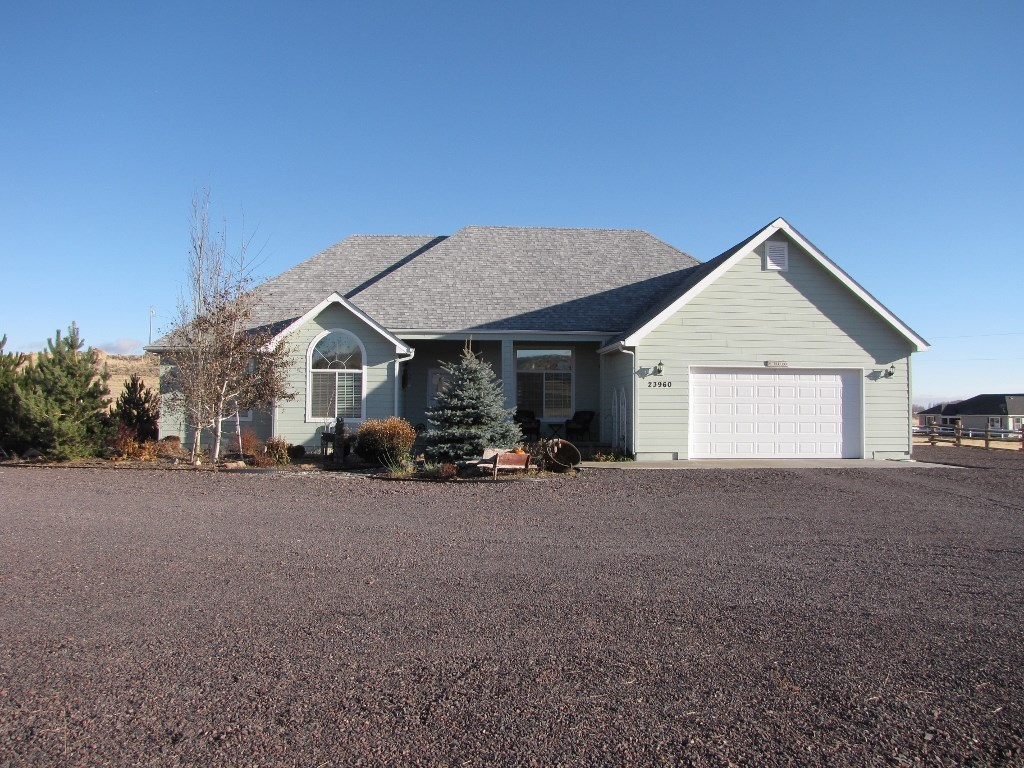 BURNS, OR - CUSTOM BUILT HOME IN PARADISE ACRES -TOWN CLOSE