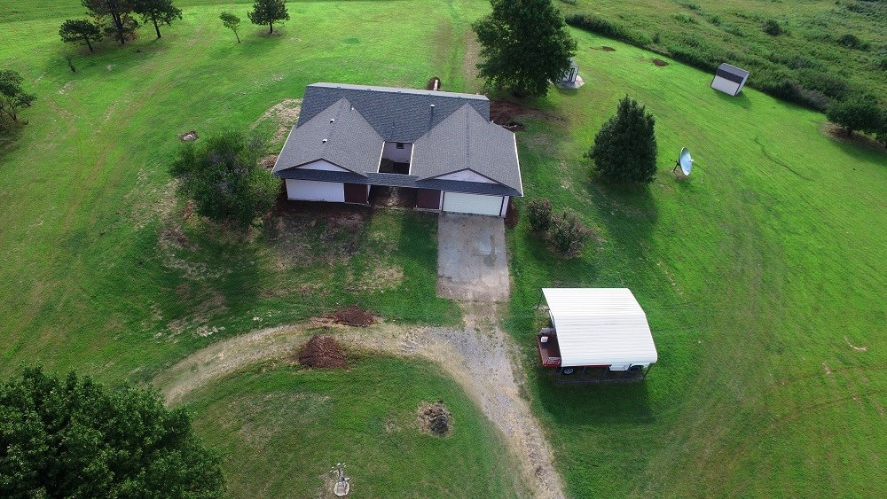 COUNTRY HOME W/4 BEDROOMS ON 4.40 ACRES, EL DORADO, KS