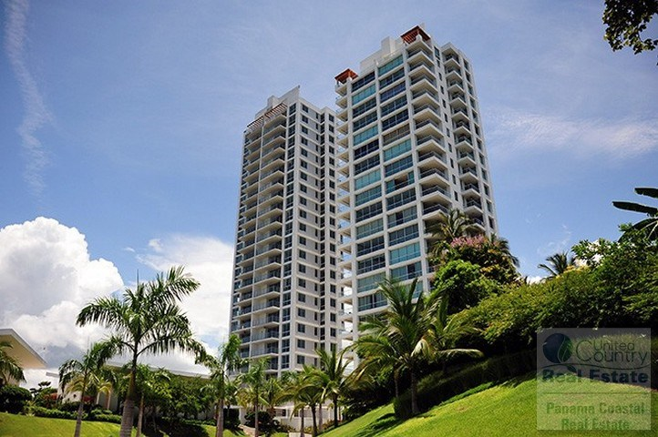 2 Bedroom Ocean Front Apartment For Sale in Riomar PANAMA