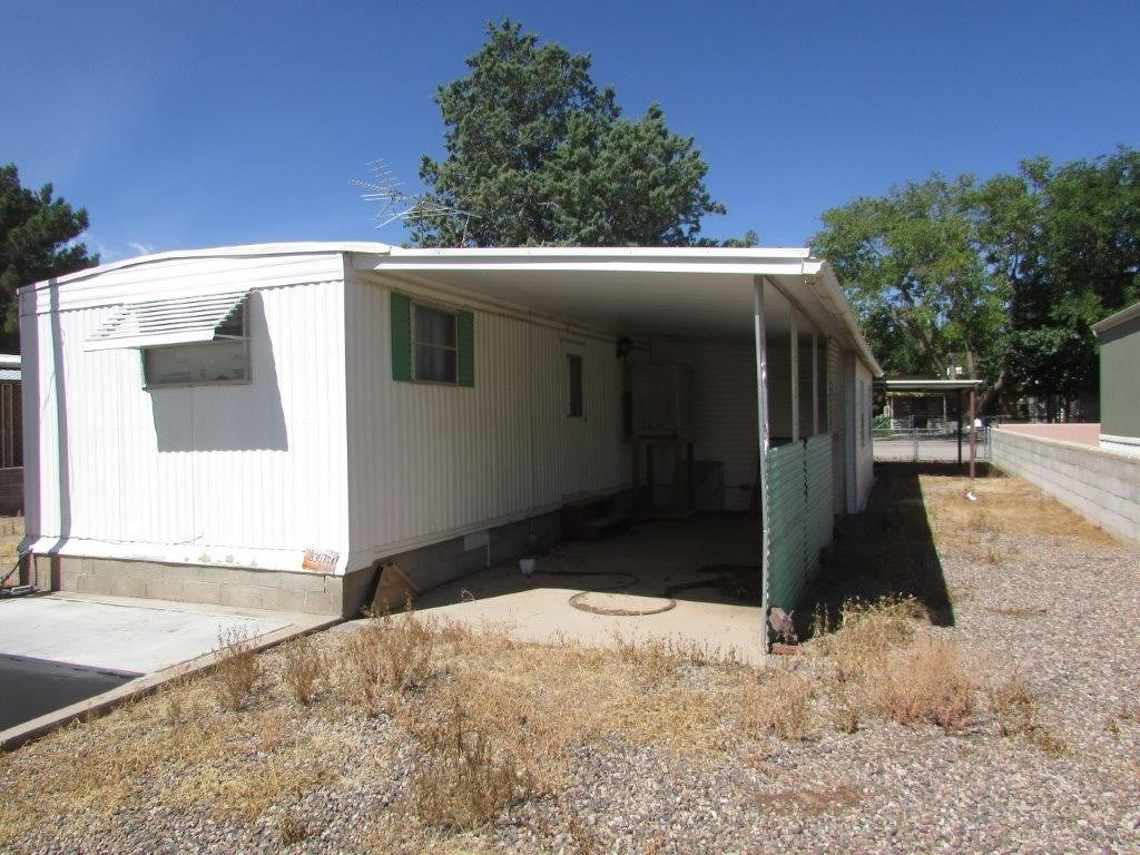 1969 Redman Mfg Home is conveniently located in Deming, NM,