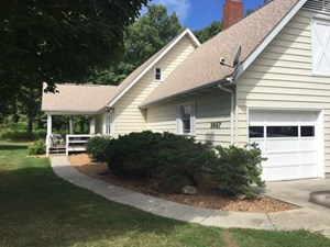 COUNTRY HOME ON 20 +/- ACRES FOR SALE IN WALNUT HILL IL