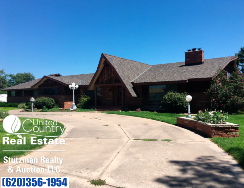 HUGE TRI-LEVEL EXECUTIVE STYLE HOME FOR SALE IN JOHNSON, KS