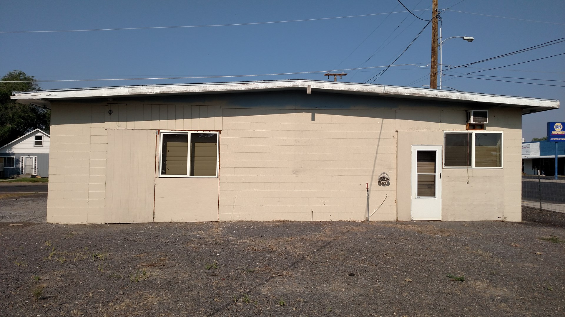 BURNS, OR - CINDER BLOCK BUILDING-3 LARGE ROOMS & AN OFFICE