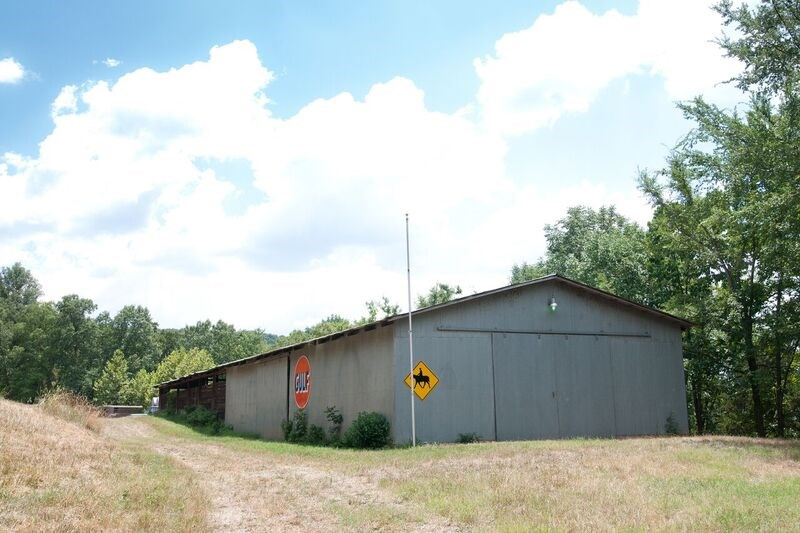 3800 sq ft barm with stalls and tack room