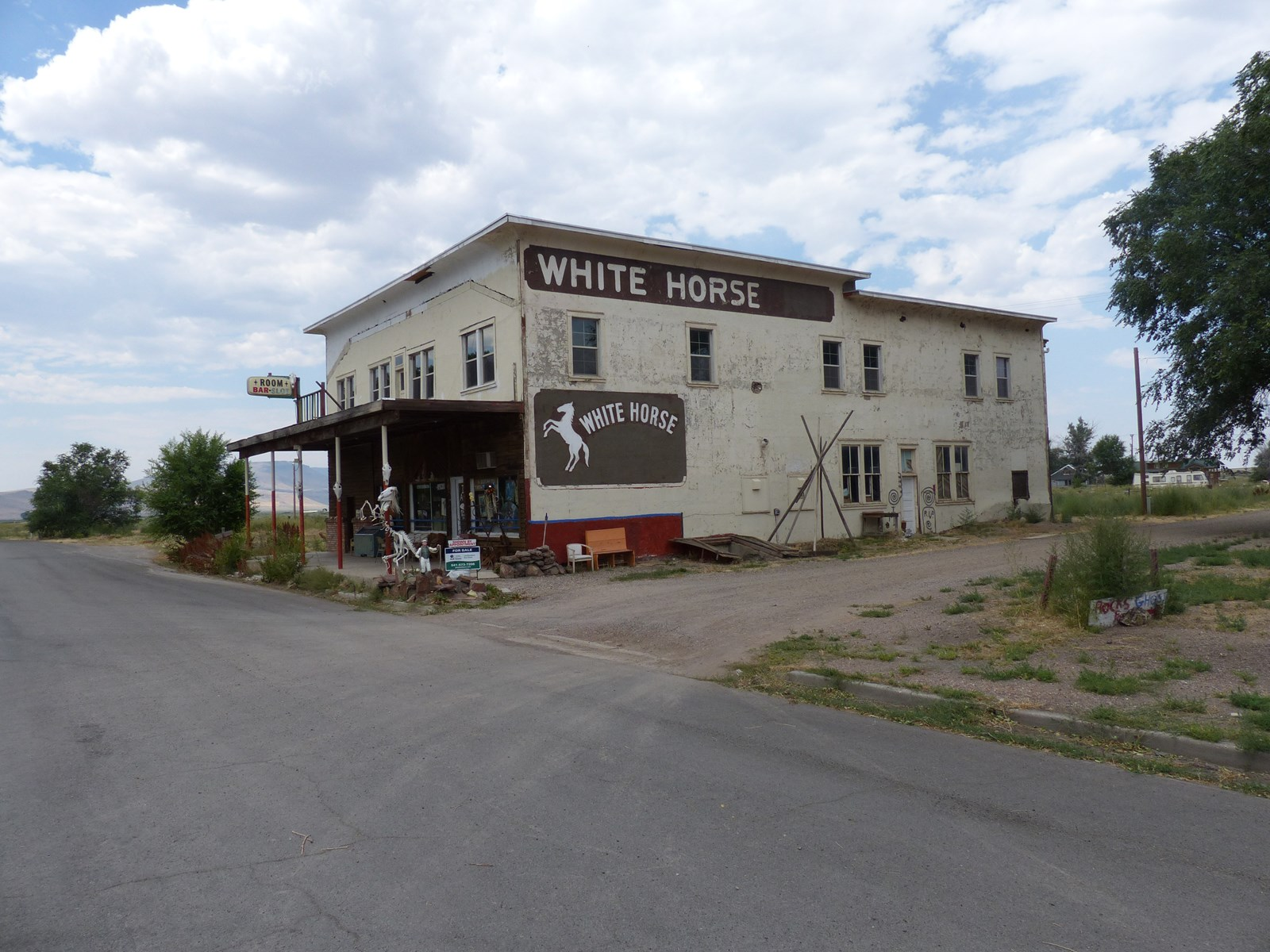 OREGON/NEVADA - HISTORIC WHITE HORSE INN ON 5.45 ACRES