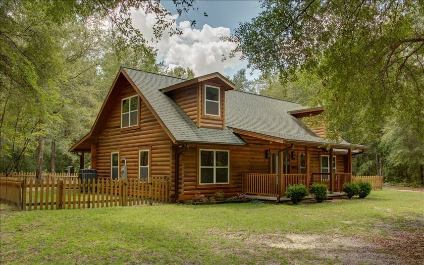 Beautiful Log Home in Live Oak, FL