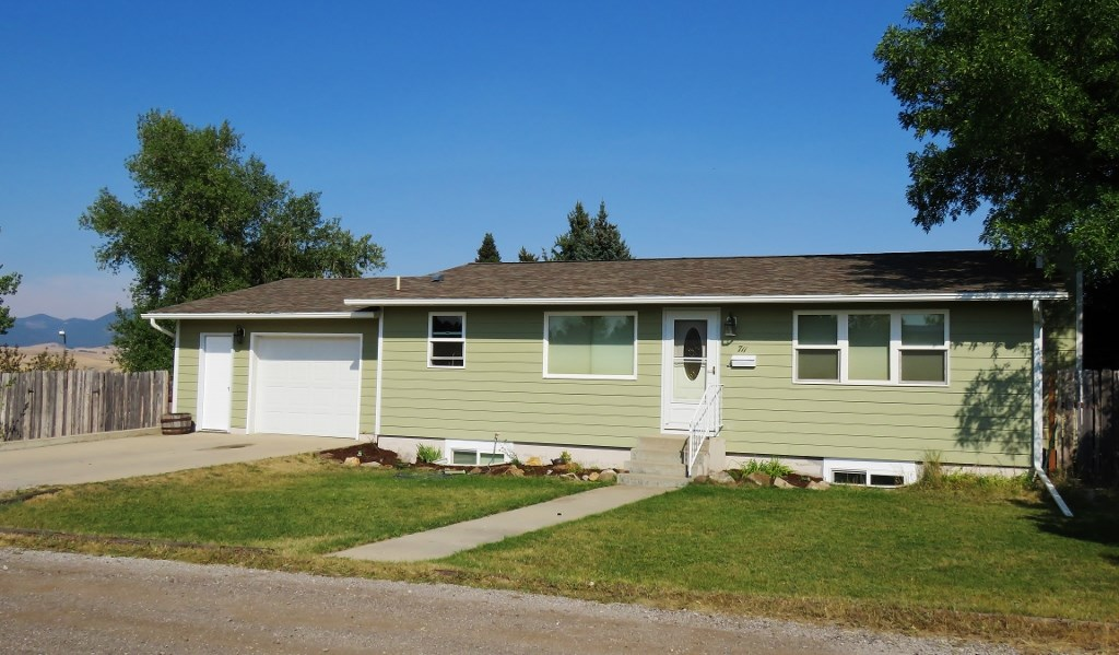 Central Montana Home in Lewstiown For Sale