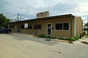 SONORA, TX COMMERCIAL BUILDING WITH RETAIL AND LAUNDRY MAT