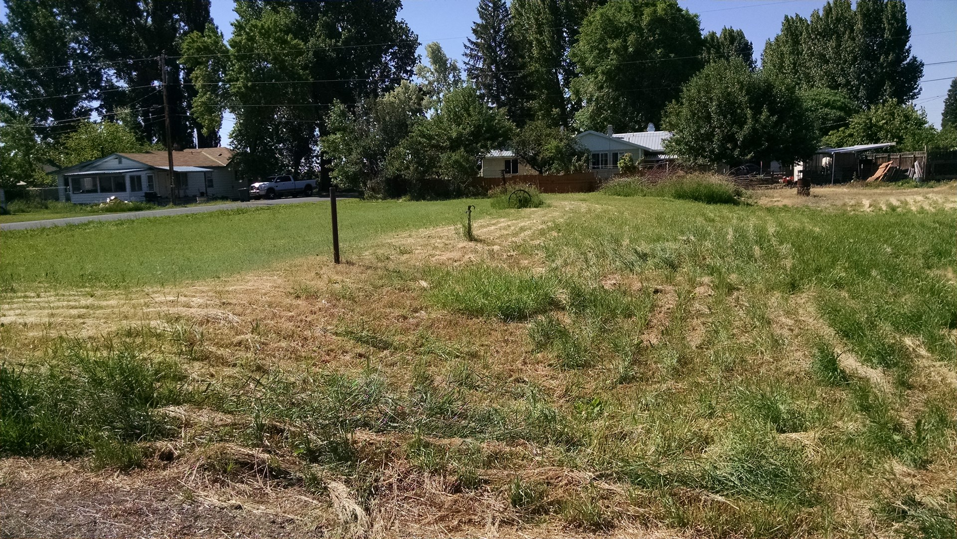 BURNS, OREGON - GOOD SIZE RESIDENTIAL LOT WITH UTILITIES