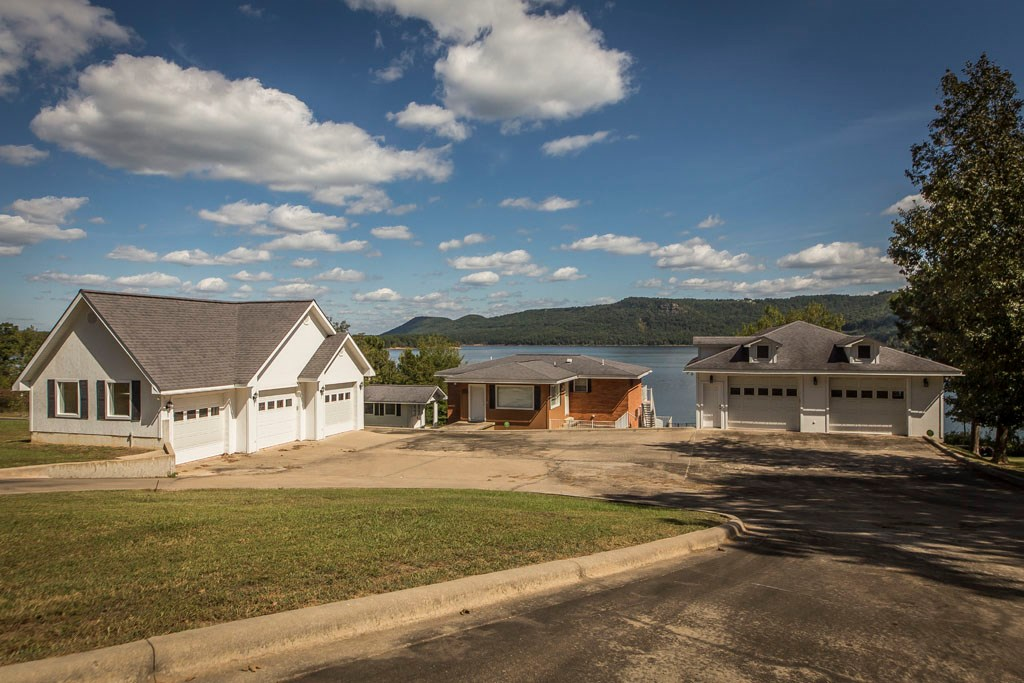 GREERS FERRY LAKE FRONT HOME FOR SALE!!
