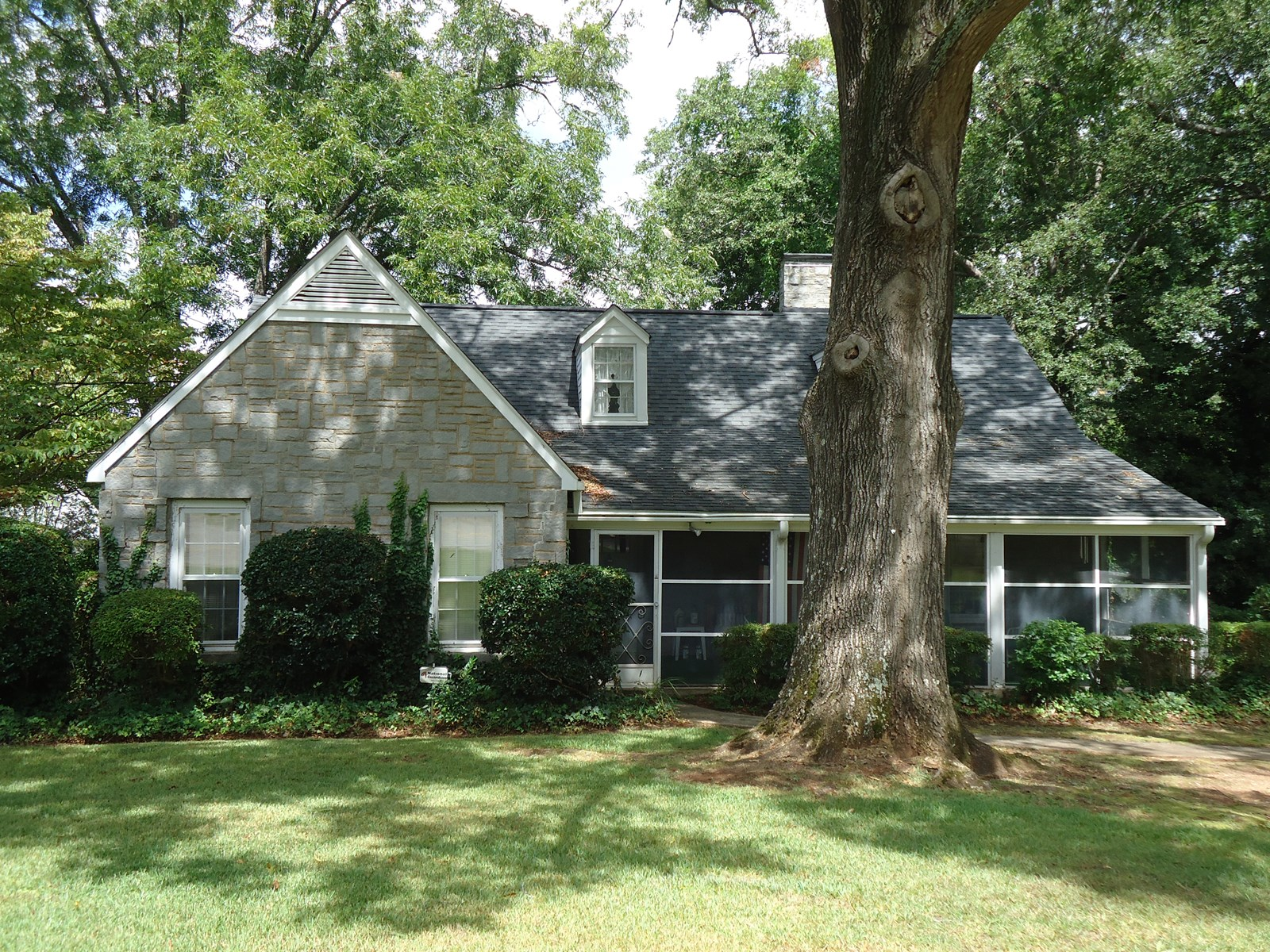 LOVELY BLUE GRANITE HOME FOR SALE IN WINNSBORO, SC