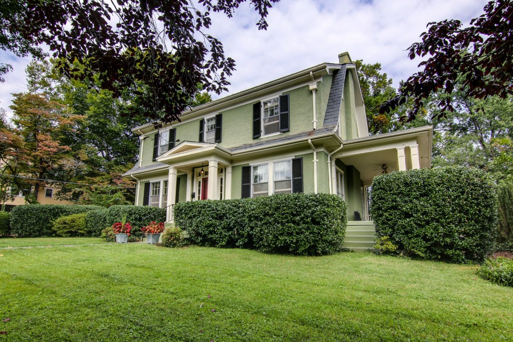 CLASSIC DUTCH COLONIAL IN PRIME LYNCHBURG CITY LOCATION