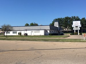 RESTAURANT OR RETAIL SPACE FOR SALE WITH PARKING IN TOPEKA