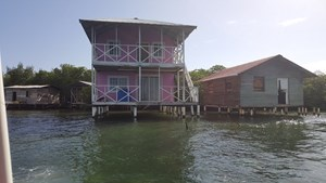 MOVE TO  PARADISE BOCAS DEL TORO, LIVE IN ONE RENT THE OTHER