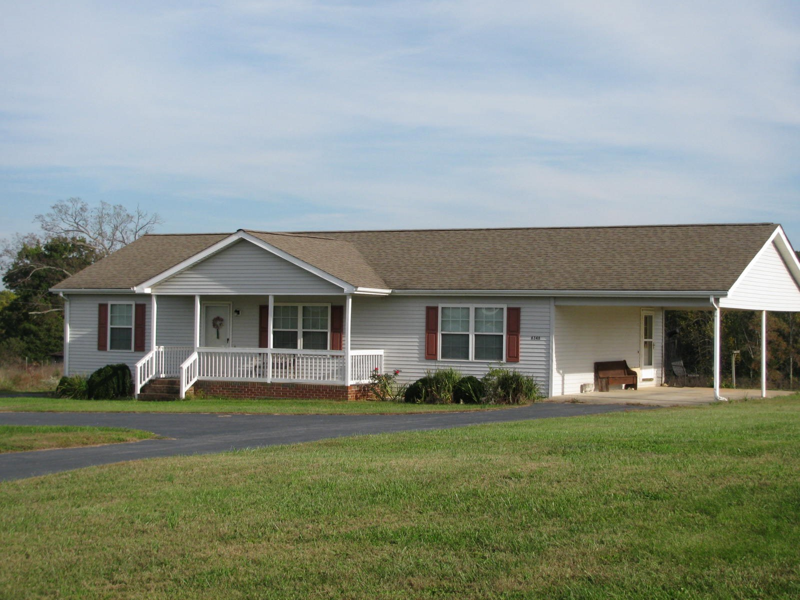 WELL-MAINTAINED HOME ON ALMOST 1 ACRE IN HURT VA