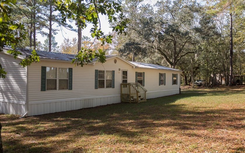 Large Manufactured Home on 15 Acres in North Florida