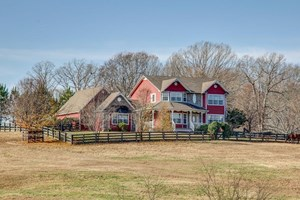 HOME W/ ACREAGE FOR SALE IN MIDDLE TENNESSEE