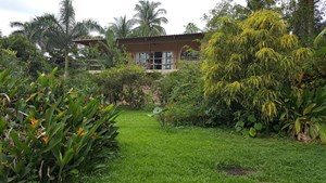 TITLED  HOME IN THE CARIBBEAN BOCAS DEL TORO 2 MIN. TO BEACH