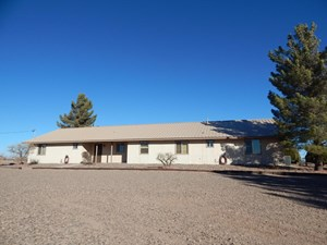 RESIDENTIAL HOME FOR SALE. DEMING NM. MOUNTAIN VIEWS