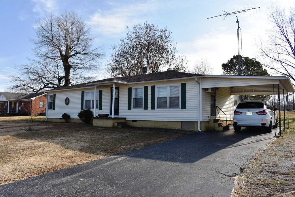Small Country Home For Sale near Gibson County Fishing Lake