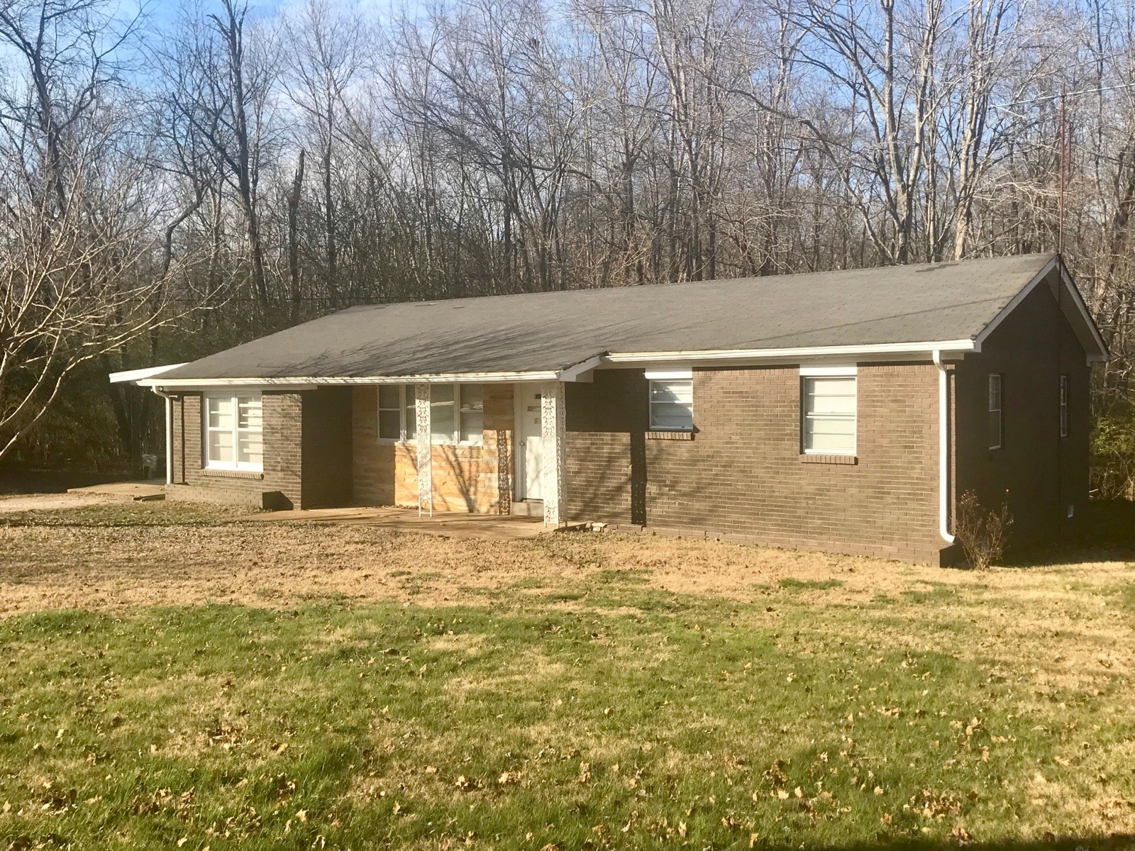 HOHENWALD, TN LEWIS COUNTY BRICK HOME IN TOWN FOR SALE