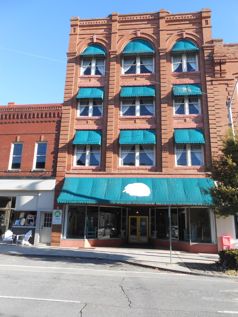 Downtown Commercial Building For Sale in Washington, NC