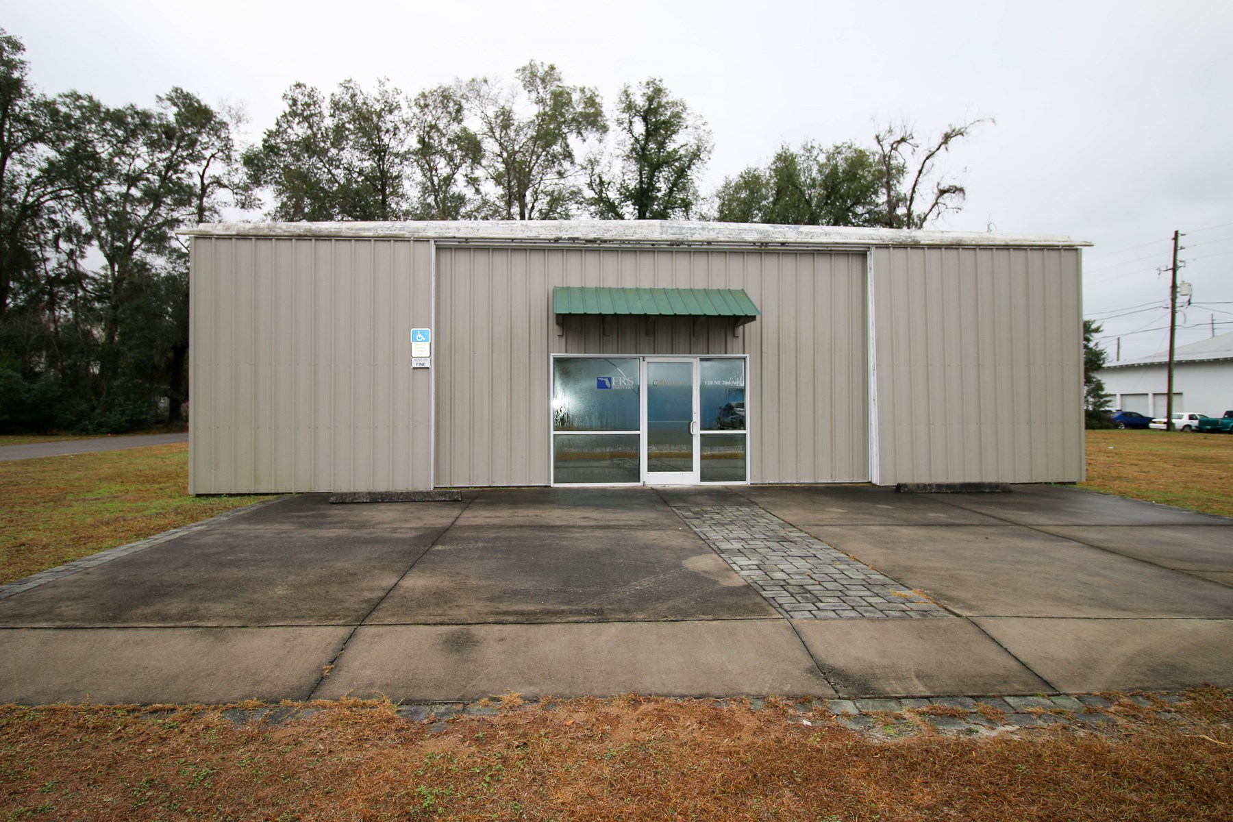 COMMERCIAL OFFICE BUILDING FOR SALE - TRENTON FLORIDA
