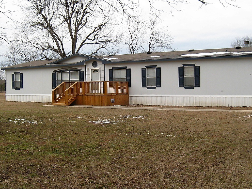 COUNTRY HOME & SMALL ACREAGE FOR SALE SOUTH OF TYLER TX