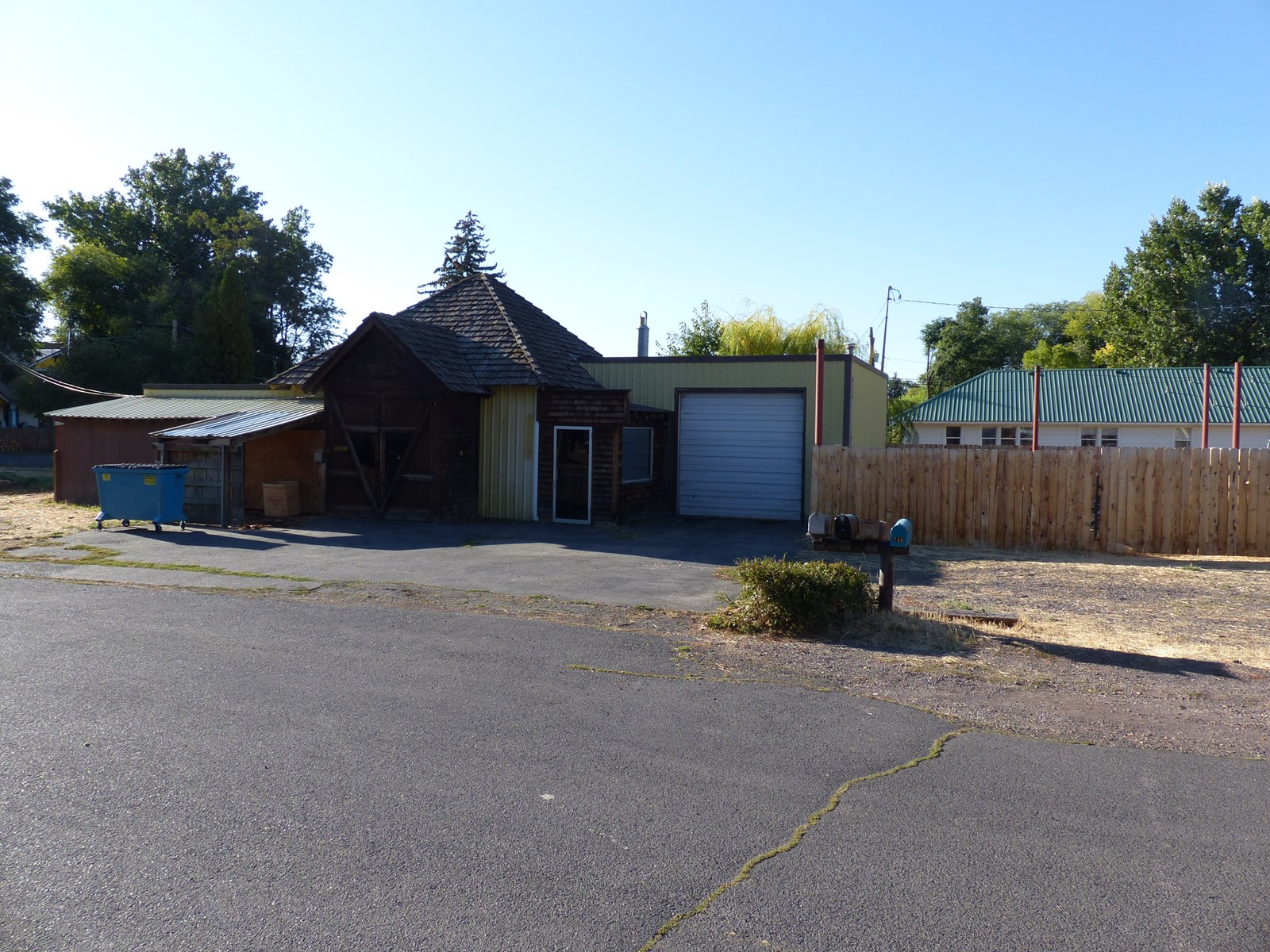 COMMERCIAL SHOP/WAREHOUSE FOR SALE IN BURNS OR