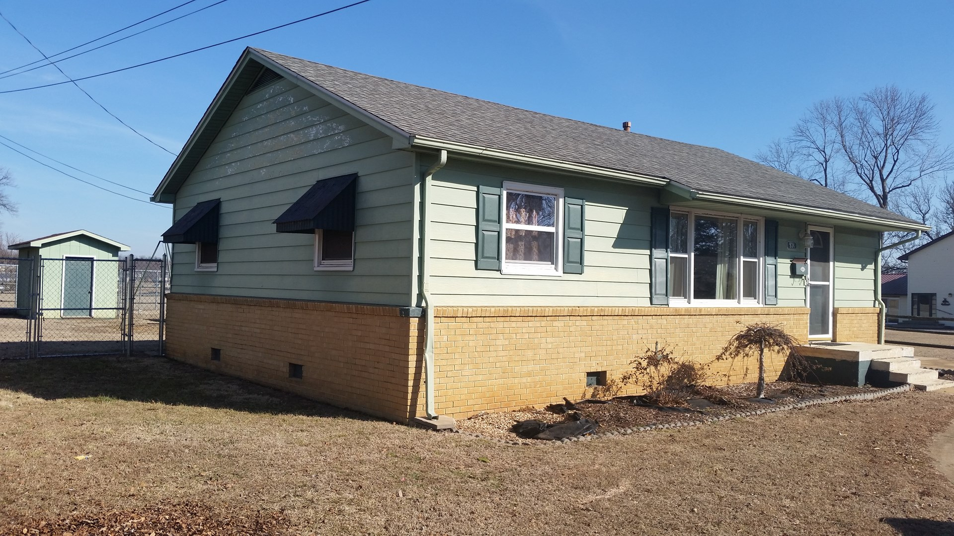Missouri Ozarks home in town convenient to medical & shops
