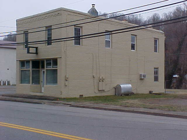 COMMERCIAL BUILDING FOR SALE IN HENRY COUNTY, VIRGINIA