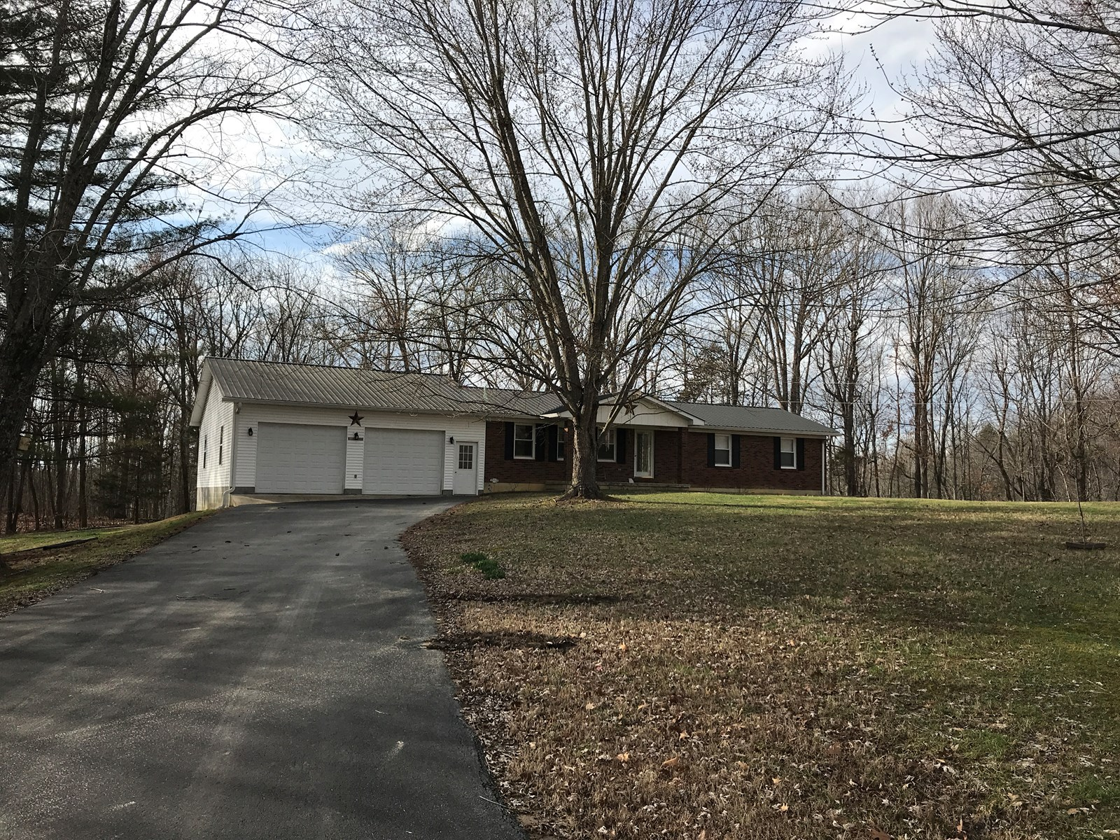 Country brick ranch home for sale, Albany, Kentucky