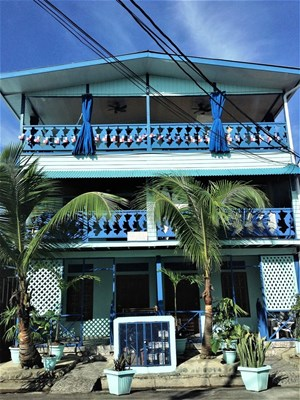 TITLED INCOME PRODUCING 7 UNIT APARTMENT BUILDING IN BOCAS