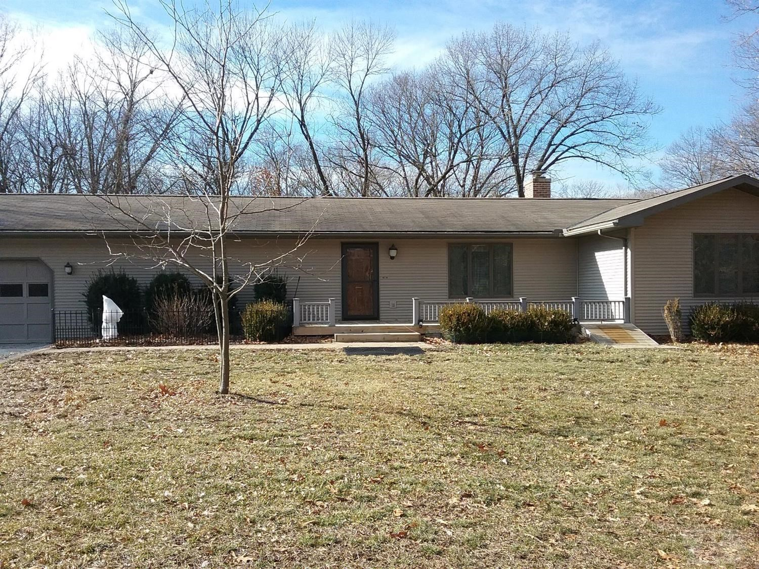 Country home for sale in Hamilton, IL