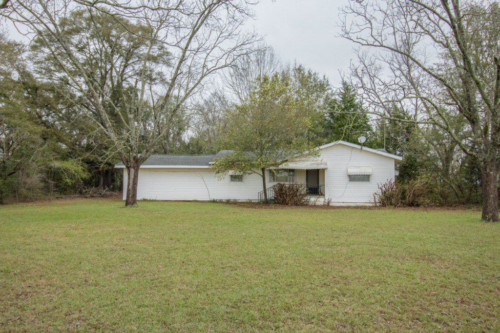 COUNTRY COTTAGE ON 1 ACRE  FOR SALE IN HARTFORD, AL