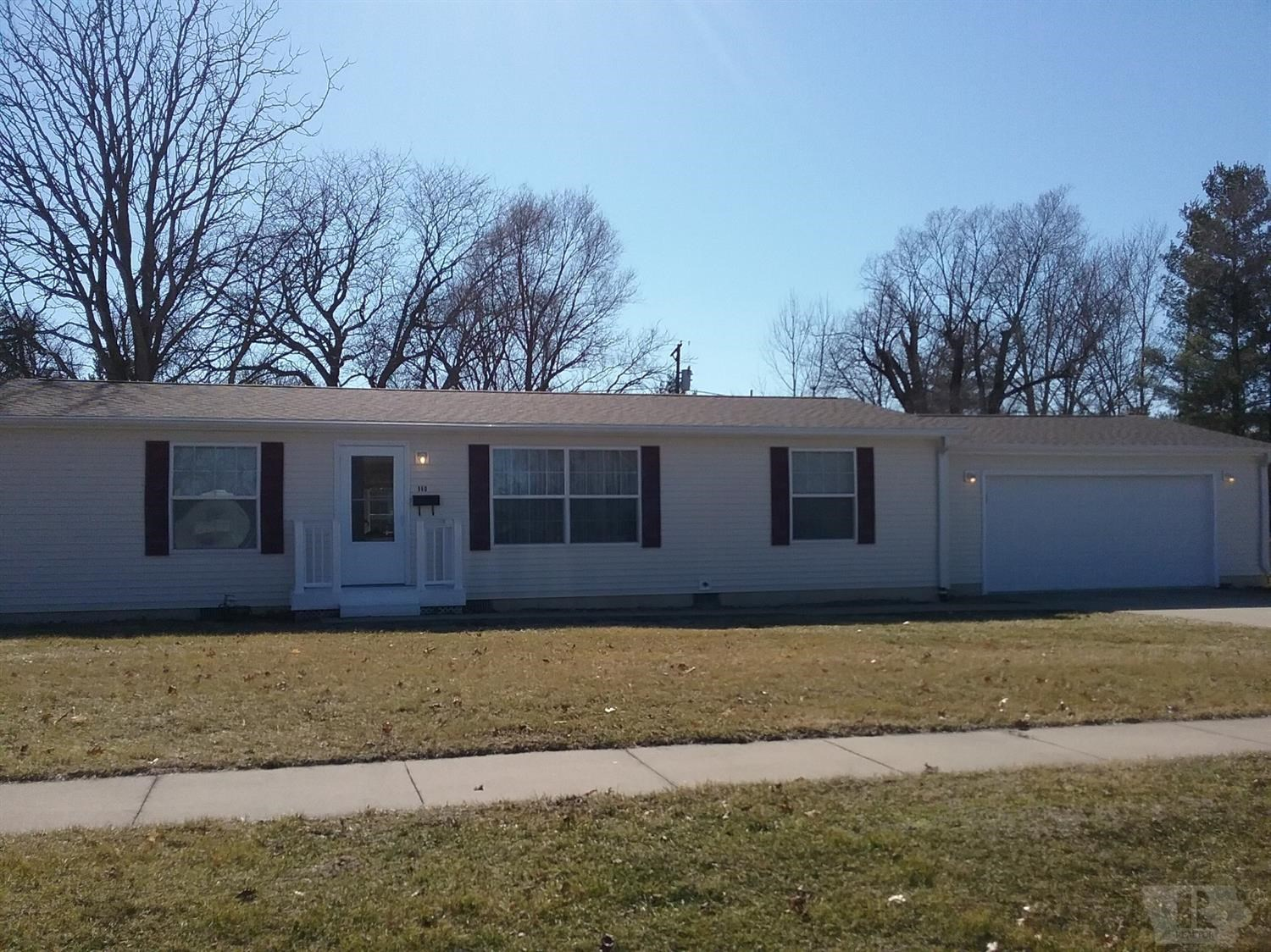 Home for Sale in Warsaw, IL