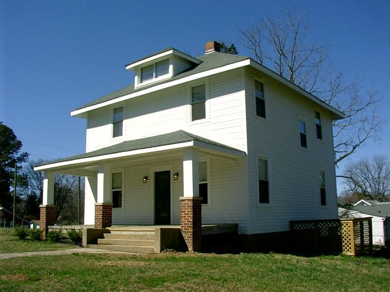 Victoria, VA American Foursquare Home