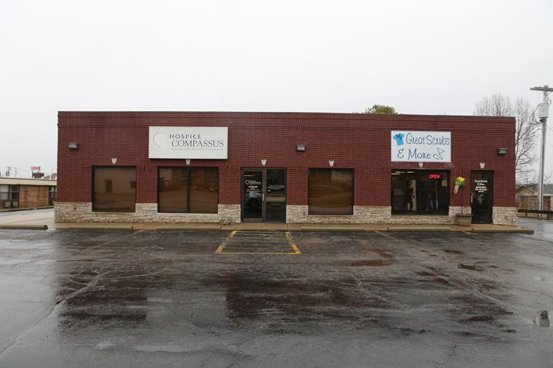 Missouri Ozarks commercial building with 50% occupancy