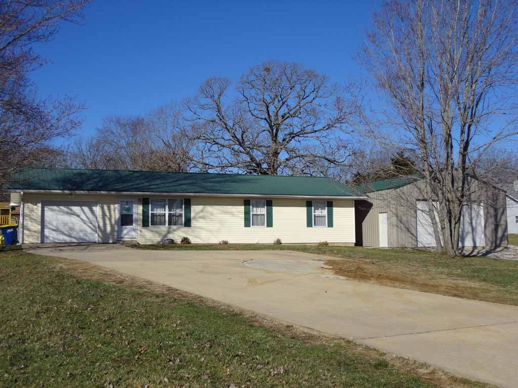 NEAT RANCH STYLE HOME IN Salem MO!