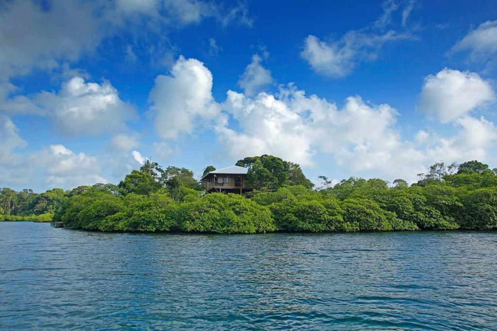 Island style home on 2.72 acres, Bocas del Toro Panama