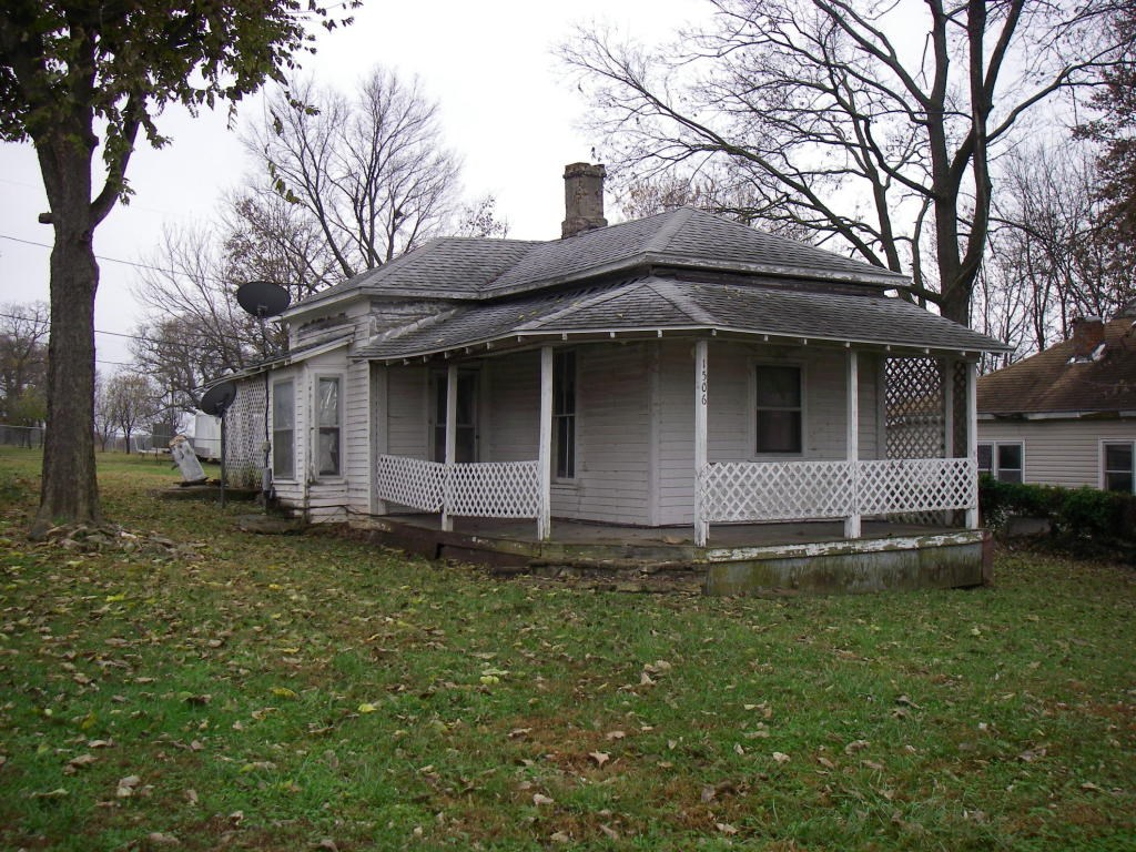2 Bedroom Home In Need Of TLC In Collins, Mo