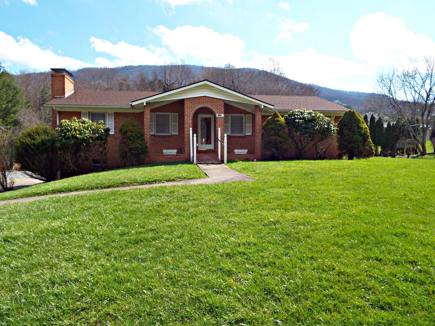 Well-Maintained Home in Town, Tazewell, VA