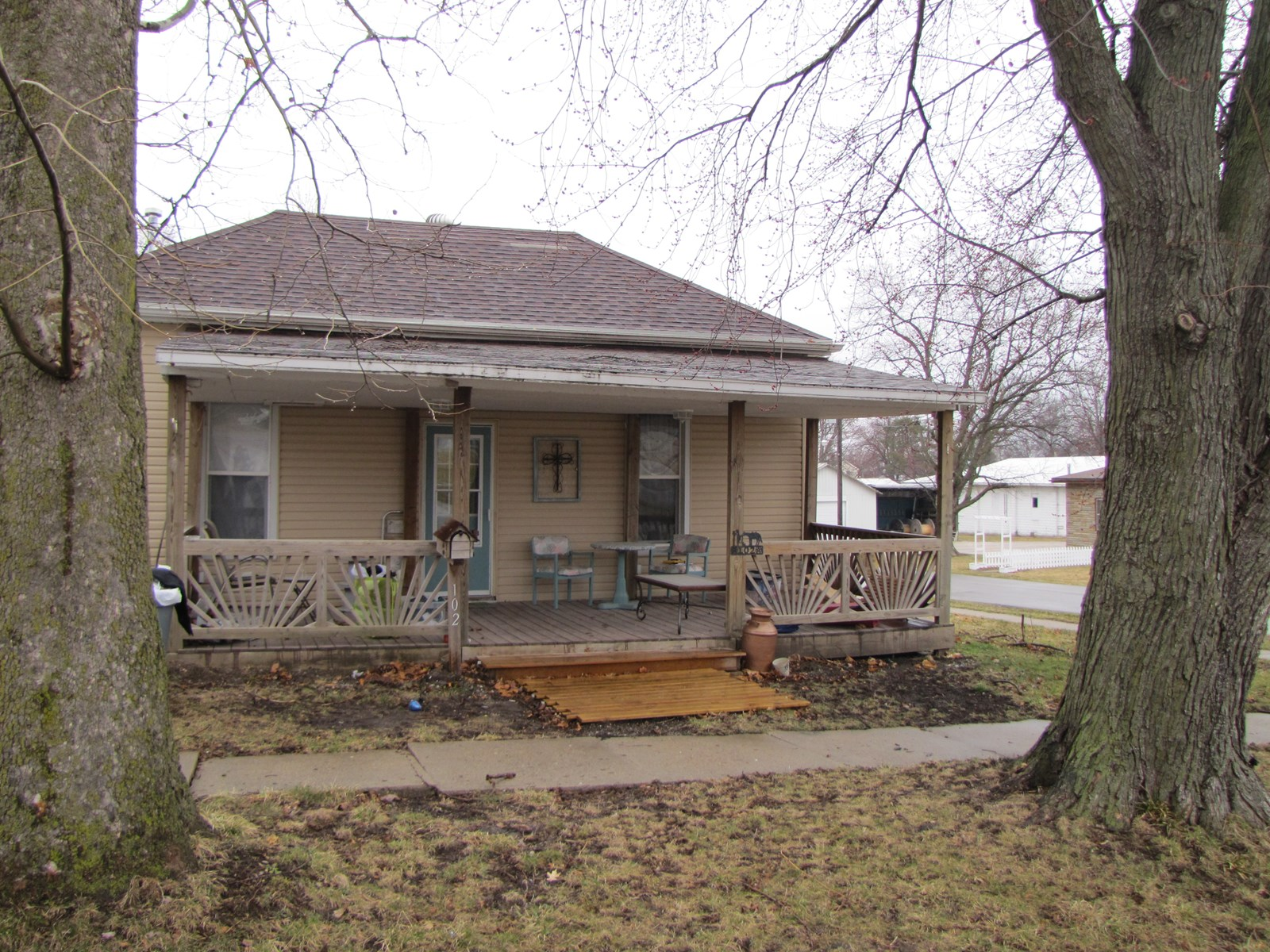 MO LISTING, HOUSE FOR SALE, CORNER LOT, INCOME PROPERTY