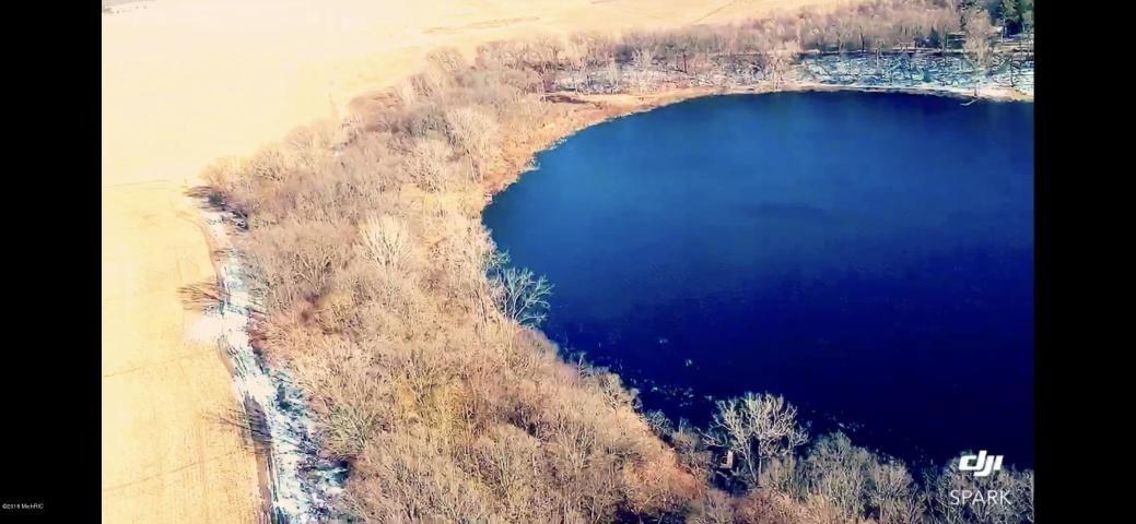 Beautiful lakefront property - Brown Lake, Hartford
