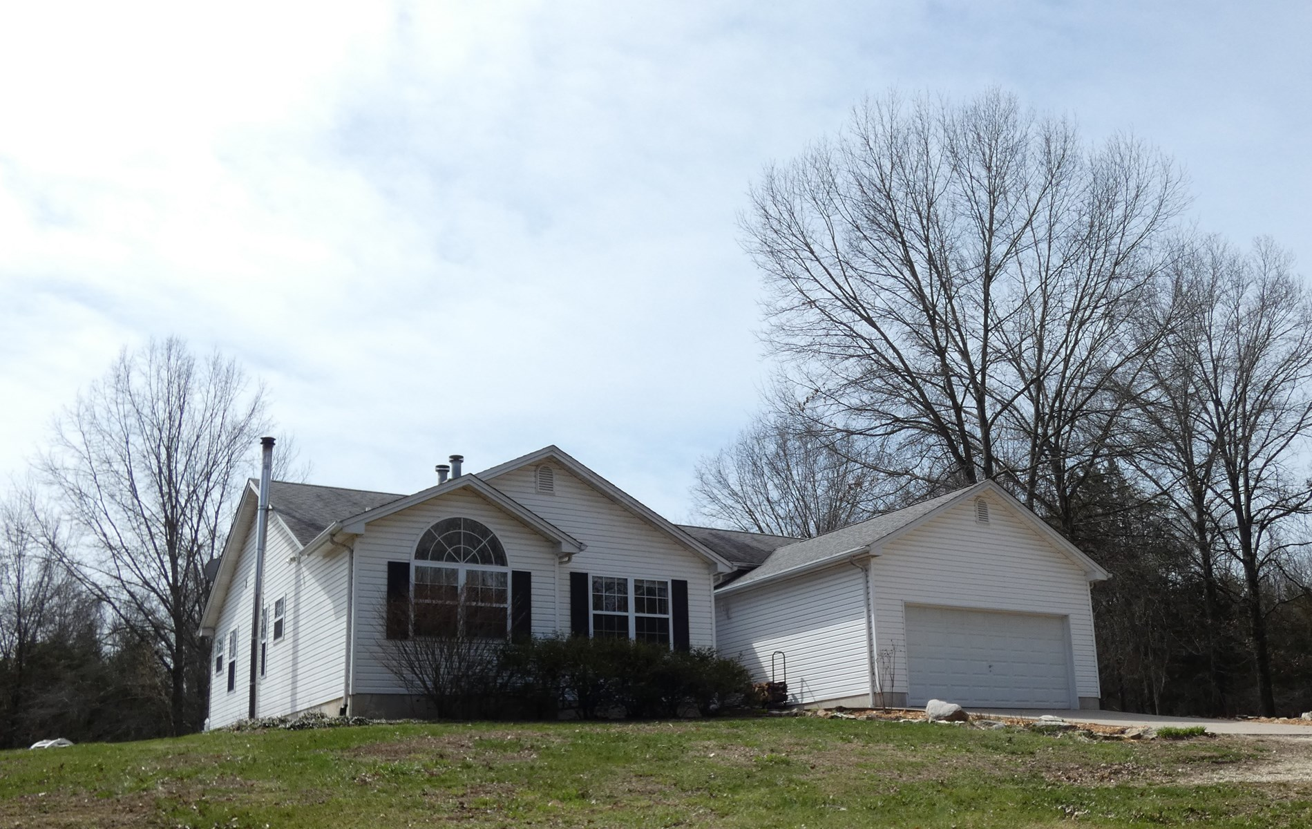 Hobby Farm, Wooded Recreation & Home For Sale in Hermann, MO