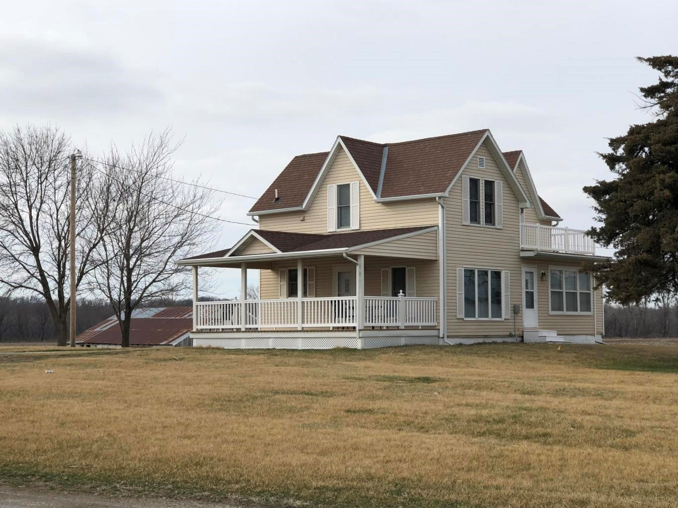 COUNTRY HOME IN NORTHWEST MISSOURI, HIGHWAY FRONTAGE